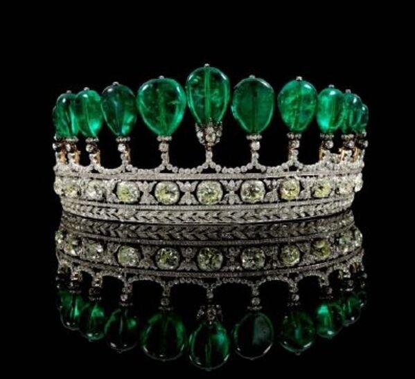 Украшенная бриллиантами и крупными изумрудами диадема продана в Женеве