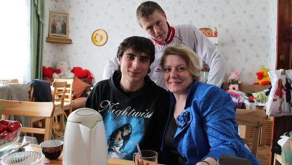 Директор Покровского детского дома, Светлана Рогова с воспитанниками