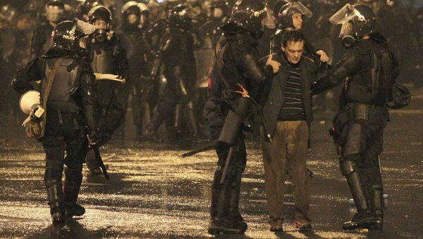 Спецназ вытесняет участников акции оппозиции с проспекта Руставели в Тбилиси
