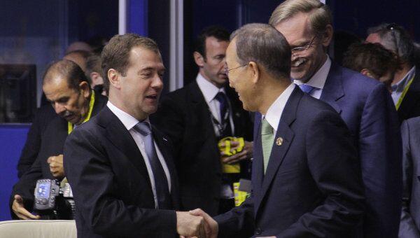 Президент РФ Дмитрий Медведев (слева) и премьер-министр Японии Наото Кан в Довиле
