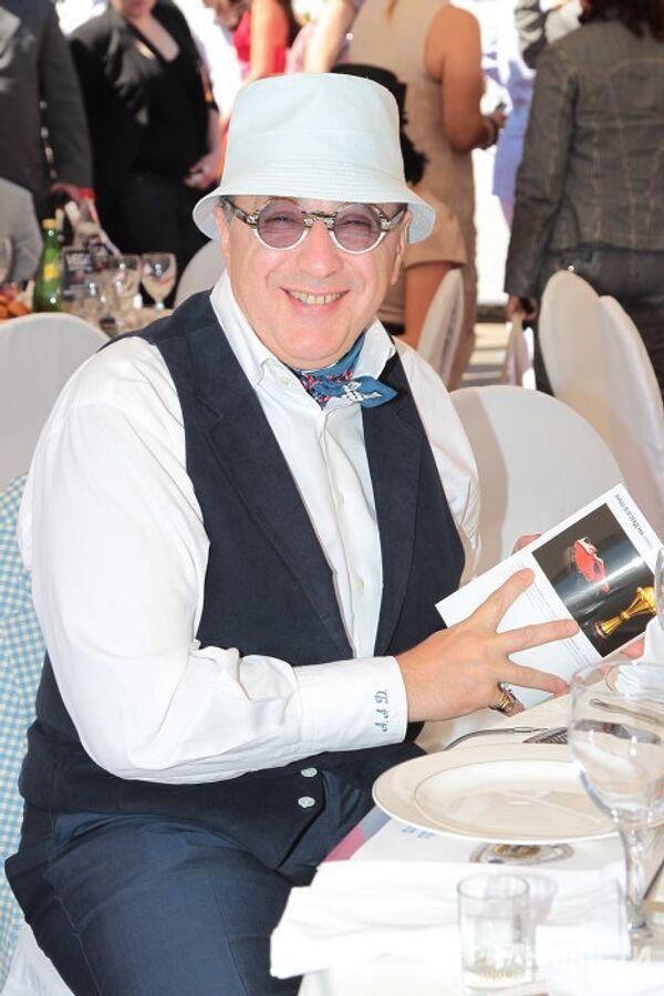 Акдвокат Александр Добровинский на Центральном ипподроме в Москве, где прошли скачки Гран-при Радио Monte Carlo