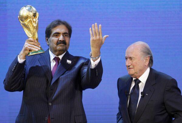 Шейх Хамад и Йозеф Блаттер (слева направо)