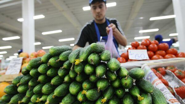 Продажа овощей на российском рынке. Архив