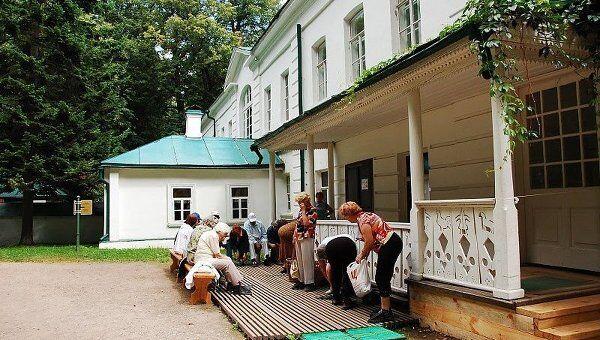 Музей-усадьба Ясная поляна. Дом Л. Н. Толстого. Архивное фото