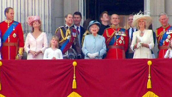 Королева Елизавета II приняла парад в честь своего дня рождения
