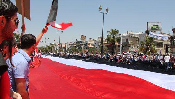 Национальный флаг Сирии длинной 2,3 километра