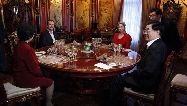 Президент РФ Д.Медведев принял председателя КНР Ху Цзиньтао в загородной резиденции