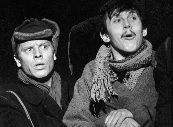 Эйбоженко и Золотухин в спектакле Десять дней, которые потрясли мир
