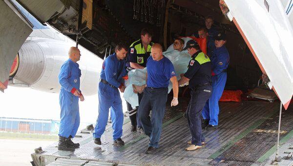 Встреча самолета МЧС с пострадавшими в авиакатастрофе под Петрозаводском на аэродроме Раменское