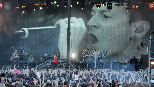 Американская рок-группа Linkin Park выступила с концертом на Васильевском спуске в Москве