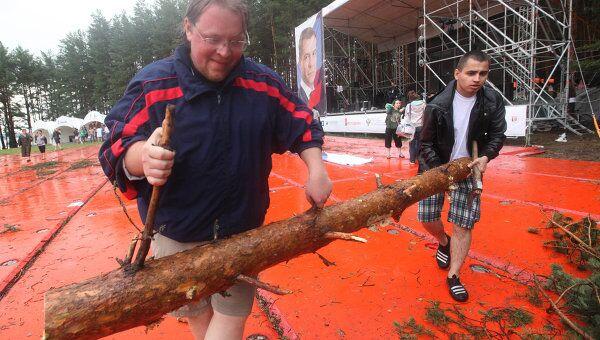 Ураган обрушился на место проведения форума Селигер-2011