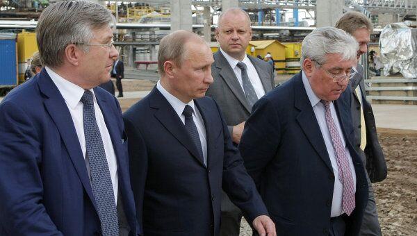 Председатель правительства РФ Владимир Путин на заводе Киришинефтеоргсинтез