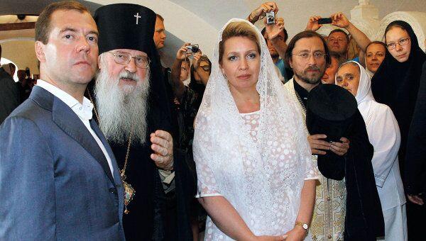 Д.Медведев и С.Медведева посещают Спасо-Преображенский мужской монастырь