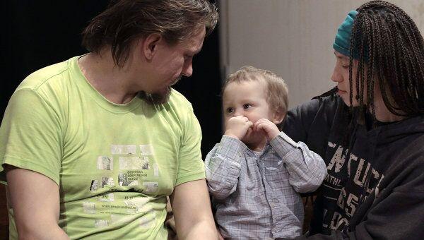 Олег Воротников с женой Натальей Сокол и сыном Каспером