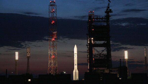 Запуск ракеты Протон-М с разгонным блоком Бриз-М и спутниками КазСат-2 и OS-2. Архив