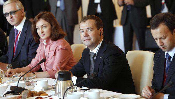 Рабочий завтрак президента РФ Д. Медведева и канцлера ФРГ А. Меркель с представителями деловых кругов