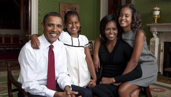Президент США Барак Обама с женой Мишель и дочерьми Сашей и Малией, архивное фото