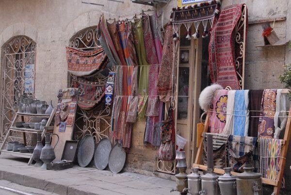 Магазин антиквариата и ковров ручной работы в Баку