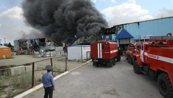 Пожар в складском здании в Новосибирске