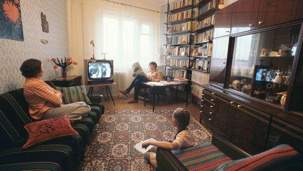 Семья в домашней обстановке