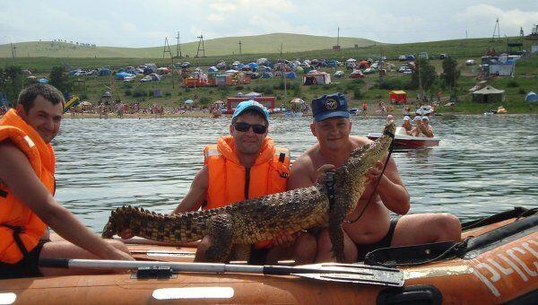 Спасатели Южно-Сибирского поисково-спасательного отряда МЧС поймали сбежавшего крокодила
