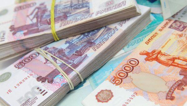Рубль упал в начале торгов на 10 коп к доллару и вырос на 4 коп к евро