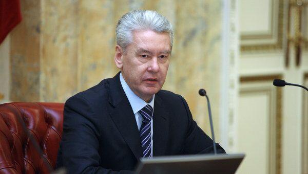 Гипотетические же столичные мэры (читатели РИА Новости) подошли к вопросу всесторонне. Один даже заявил, что сделал бы предложение руки и сердца Елене Батуриной.