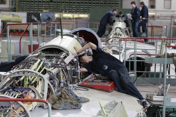 Сборка корабельных истребителей МиГ-29К/КУБ в производственном комплексе №2 Российской самолетостроительной корпорации МиГ