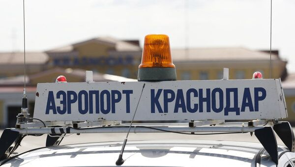 Надпись на спецмашине Аэропорт Краснодар, архивное фото