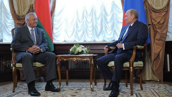 Премьер-министр РФ В.Путин встретился с премьер-министром Белоруссии М.Мясниковичем