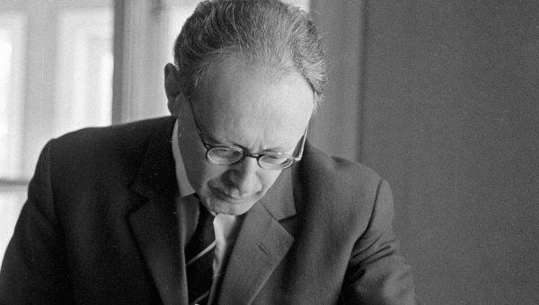 Советский шахматист Михаил Ботвинник