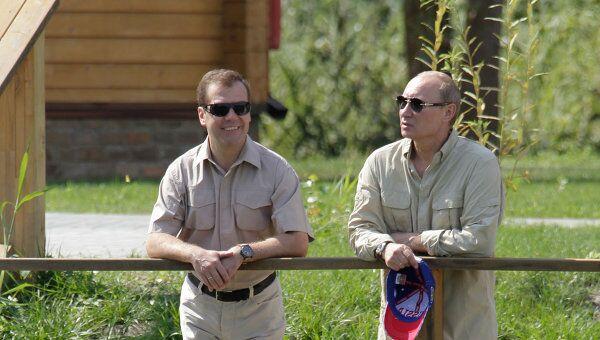 Президент РФ Д.Медведев и премьер-министр РФ В.Путин в Астраханской области