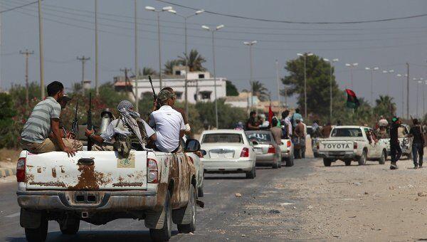 Войска повстанцев продвигаются к Триполи