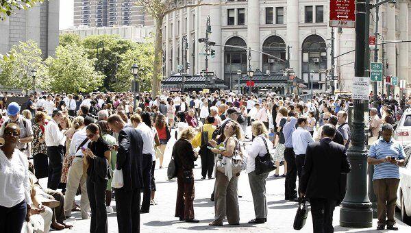 Эвакуация людей из зданий в Нью-Йорке после землетрясения на восточном побережье США