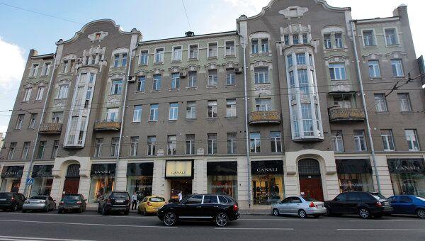 Здание эпохи неоклассицизма начала XX века в Москве