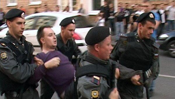 Полиция задержала участников несанкционированной акции у Замоскворецкого суда