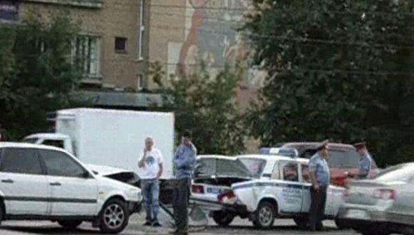 Volkswagen влетел в полицейский ВАЗ на юге Москвы