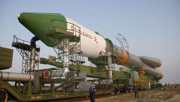 Подготовка с запуску грузового космического корабля Прогресс М-65. Архив