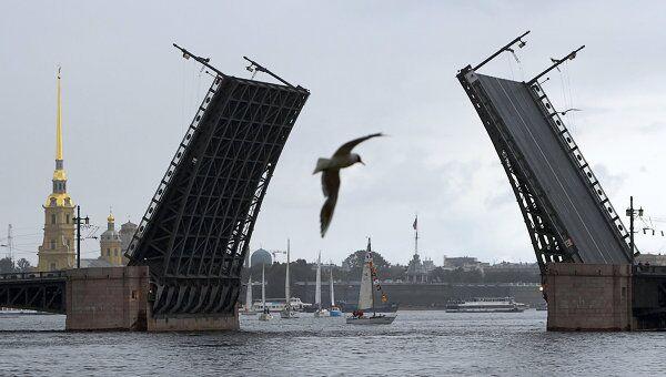Дворцовый мост. Архивное фото