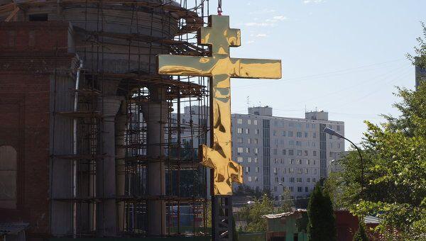 Установка нового креста на храме в Бибирево