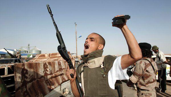 Силы ПНС Ливии штурмуют удерживаемый войсками Каддафи город Бени-Валид. Архив
