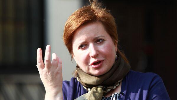 Журналистка Ольга Романова дает интервью в связи с отменой приговора ее мужу Алексею Козлову