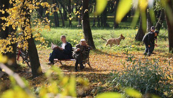Москвичи отдыхают в парке. Архив