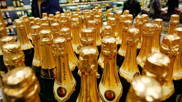 Продажа шампанского. Архивное фото