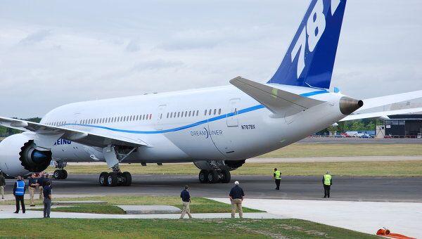 Широкофюзеляжный лайнер Boeing -787 Dreamliner. Архив