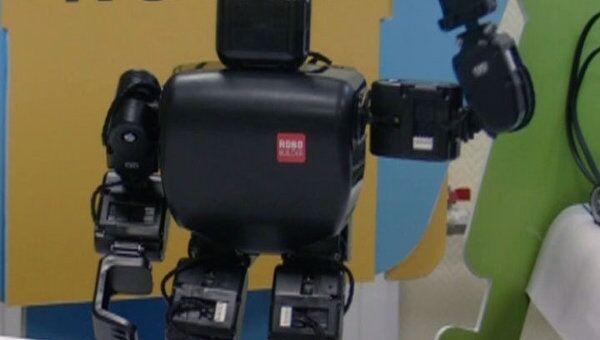 Распознавать цвета и танцевать научили роботов томские школьники