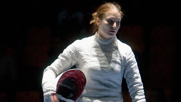 Софья Великая (Россия) в финальном поединке женского первенства на проходящем в Москве турнире Гран-при «Московская сабля-2009».