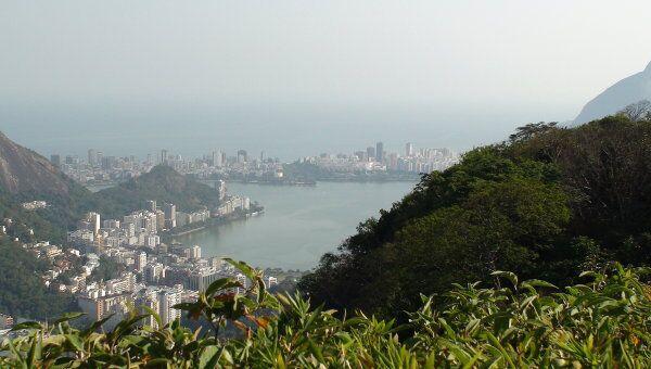 Вид на Рио-де-Жанейро при подъеме к статуе Христа в Бразилии. Архивное фото