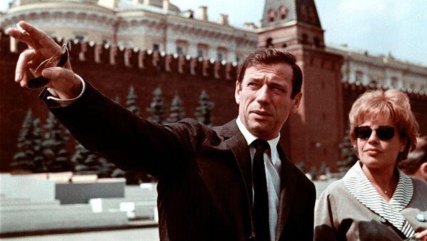 Симона Синьоре и Ив Монтан на Красной площади. Архив
