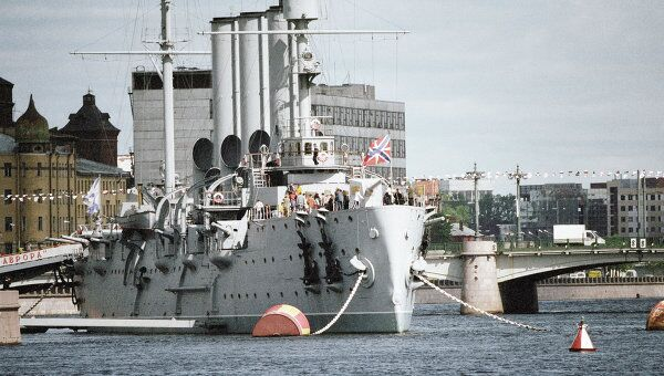 Крейсер «Аврора» на Неве